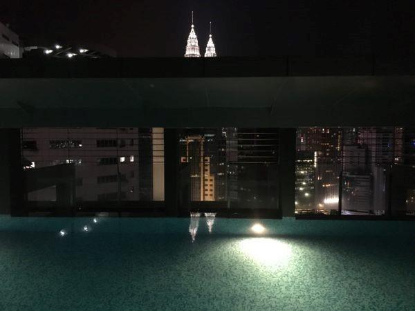 KL: hotelli katusebassein